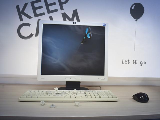 nůžky v monitoru.jpg