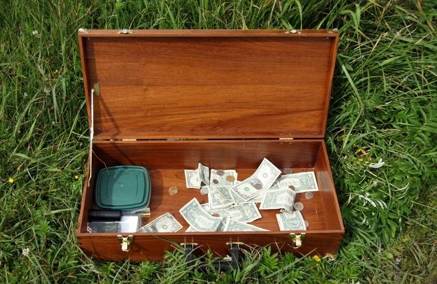 malá krabička na mince a peníze ze dřeva